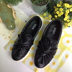 MIA Sneakers Size 6 Black EUC